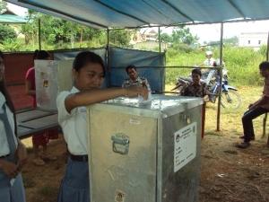 Pemilih Pemula Menggunakan Hak Suaranya Pada Pilkades Bani Amas