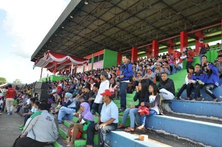 Penonton Pada Pembukaan Porprop 2014