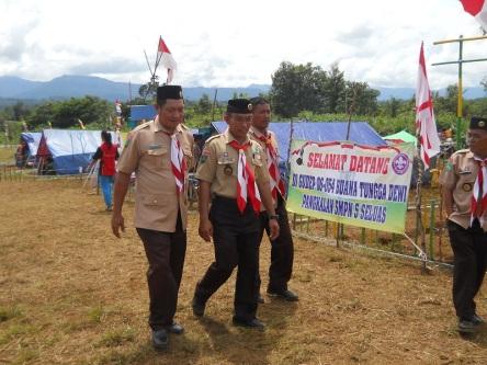 Ketua Panitia Jambore, Suwardi, M.Pd (tengah)