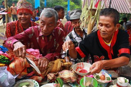 Ritual Adat Dayak Bakati' Binua Sajarik Baya, Kecamatan Ledo, Bengkayang